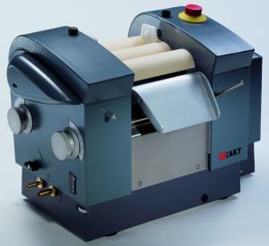 EXAKT 80S, three roll mill, speed control